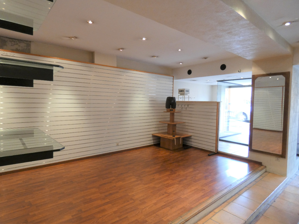 Local commercial Grasse 83.54 m2 3/3